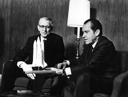 President Nixon (right) with NASA Administrator Fletcher in January 1972