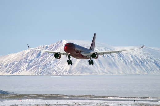 Air Greenland Airbus A330-200 on approach to Kangerlussuaq Airport (2004)