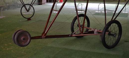 A detail of the landing gear of the Caproni Ca.1.