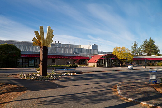Luleå airport entrance.jpg