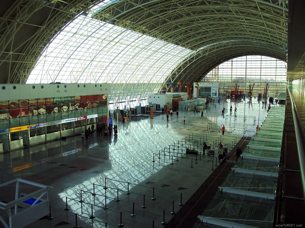 vliegveld İzmir turkije