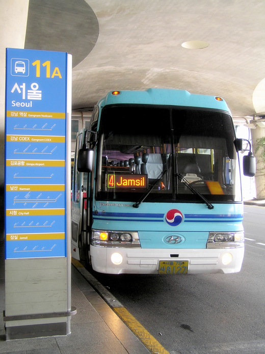 A limousine bus departing from Incheon Airport bus station to Jamsil subway station in Seoul