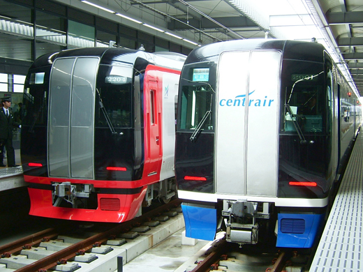 Meitetsu's μSky Limited Express (right) and Limited Express (left)