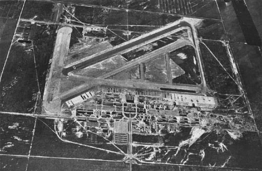 Aerial view of NAS Los Alamitos in the mid-1940s.