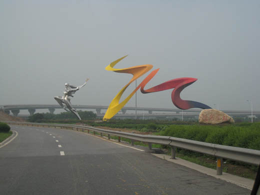 Figures along the Airport Express highway leading to Xi'an Xianyang International Airport
