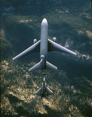 Aircraft wing planform shapes: a swept wing KC-10 Extender (top) refuels a trapezoid-wing F-22 Raptor