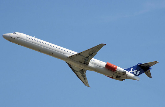 SAS MD-81 taking off