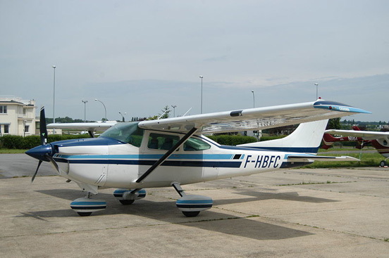Cessna 182Q fitted with the SMA SR305-230 engine