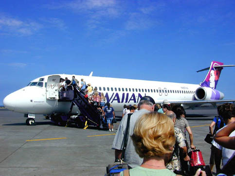 An Hawaiian Airlines Boeing 717-200 boarding at Kona International Airport, Hawaii for an interisland flight. (2004)
