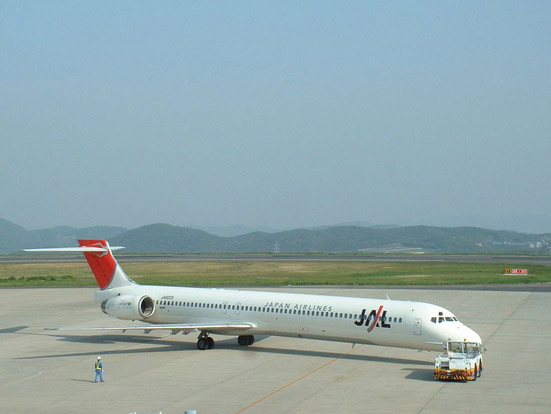 Japan Airlines MD-90