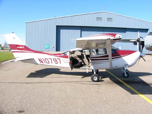 2005 model Cessna T206H Stationair, showing its large
