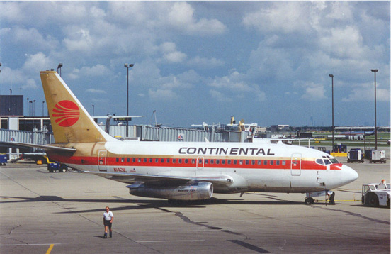 A 737-100 in Continental Airlines livery