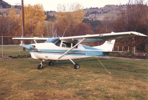 1960 model Cessna 210, showing the strut-braced wing used on the early model 210.