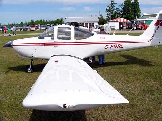A Piper PA-38-112 Tomahawk showing its rectangular wing planform. Stall strips can be seen as rectangular bumps along the aircraft's leading edge.