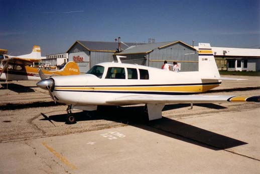 A Mooney M20F Executive in Gimli, Manitoba, May 1987