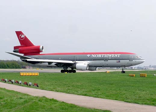 Northwest Airlines DC-10-30