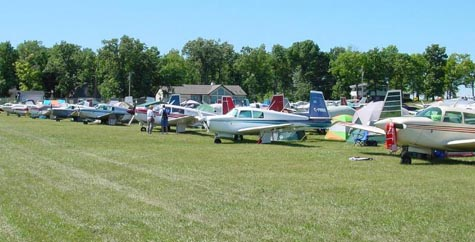 Mooney M20s gathered at the 2002 Mooney Caravan to Oshkosh.