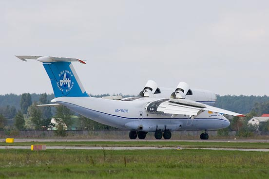 An-74 deceleration during landing with thrust reversers in deployed position