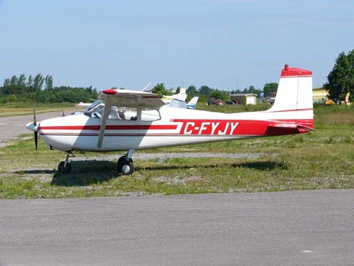 The early Cessna 172 Skyhawks had no rear window and featured a