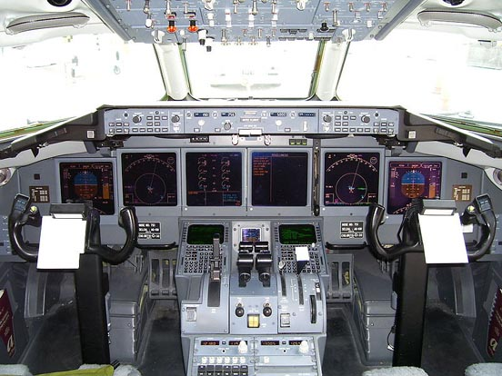 An AirTran Airways Boeing 717-200 flight deck. (2006)
