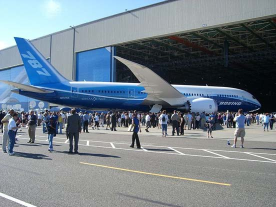 The Boeing 787 Dreamliner's first public appearance was webcast live on July 8, 2007.