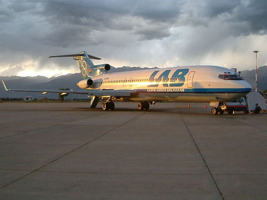 Lloyd Aereo Boliviano 727-200 at Jorge Wilsterman Airport. The rear air stairs are visible at the tail ot the plane.