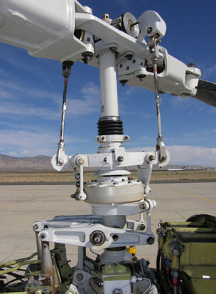 Bell 222U rotor head and flight controls