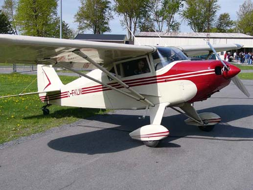 A Piper PA-22-150 Tri-Pacer that was converted to conventional landing gear, rendering it very similar to a Piper PA-20 Pacer