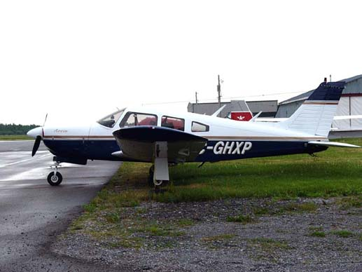 Piper PA-28R-200 Cherokee Arrow showing the landing gear doors that distinguish this retractable gear model