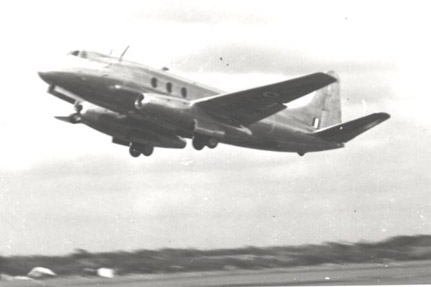 Type 663 Tay Viscount demonstratiing at Farnborough in September 1950