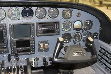 Cessna 421C Golden Eagle, typical co-pilot's instrumentation