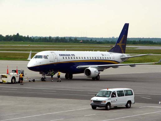 Embraer 175 at Ottawa (2005)