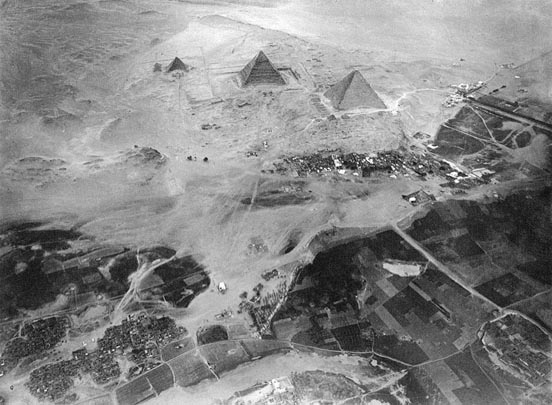Giza pyramid complex, photographed from Eduard Spelterini's balloon on November 21, 1904