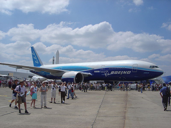 The record-breaking 777-200LR Worldliner, presented at the Paris Air Show 2005.