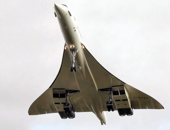 Concorde G-BOAF. The final flight of Concorde landing at Filton Airfield, near Bristol, on 26 November 2003.