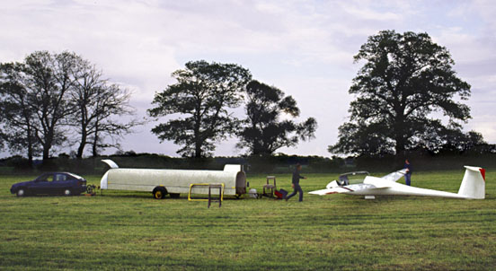 Pilot and crew about to de-rig a glider