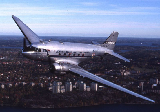 The Douglas DC-3 first flew in 1935 and had a range of 1,625 kilometers.