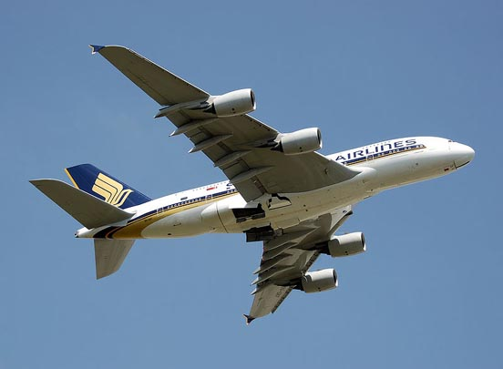 Singapore Airlines A380 leaves London Heathrow Airport (2009)