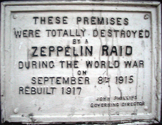 Plaque commemorating a World War I Zeppelin raid on 61 Farringdon Road, London.