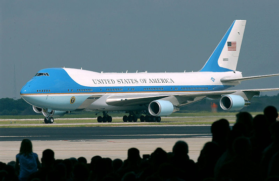 VC-25A 29000, one of the two customized Boeing 747-200Bs that have been part of the U.S. presidential fleet since 1990