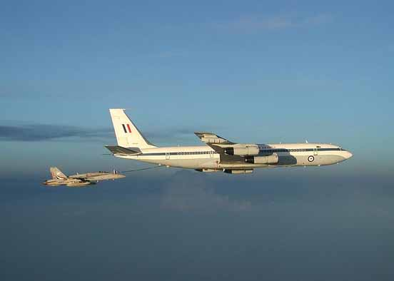 An Australian Boeing 707 refueling a US Navy F/A-18 in 2002