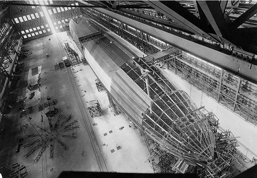 Construction of USS Shenandoah (ZR-1), 1923, showing the framework of a rigid airship.
