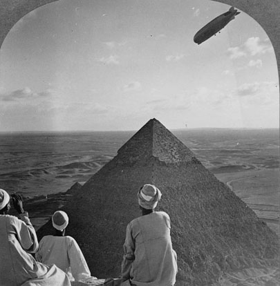 One image of a stereoscopic pair made while the Graf flew over the pyramids (click to access the full pair)
