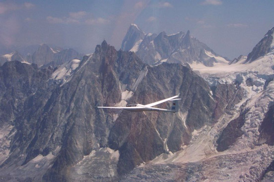 Glider on a cross-country flight in the Alps