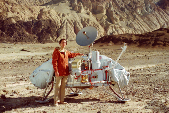 Carl Sagan with a model of the Viking Lander, for scale (NASA)