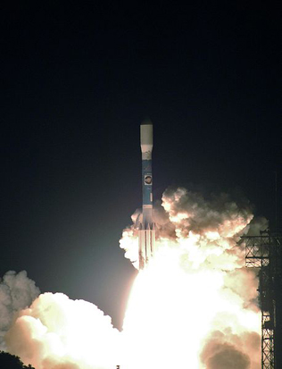 Launch of the STEREO spacecraft atop a Delta II (7925-10L) rocket, 00:52 GMT on 26 October 2006