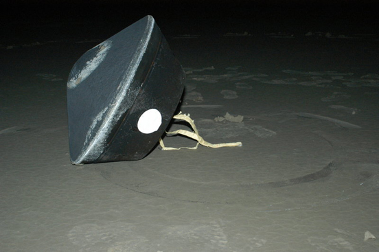 The Stardust capsule with cometary and interstellar samples landed at the U.S. Air Force Utah Test and Training Range at 10:10 UTC (January 15, 2006) in the Bonneville Salt Flats.